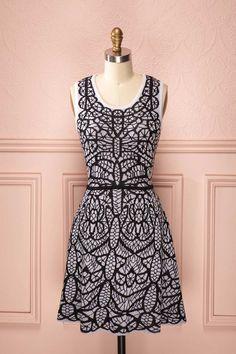 Assia ♥ Une robe emmitouflante comme celle-là, il n'en existe une seule, que pour vous.  Wrap yourself in this unique dress, which exists only for you.