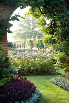 Secret Gardens / Lower Severalls Farmhouse Bed and Breakfast Gardens / UK
