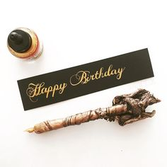 Happy birthday!  Diav z @diavolicious #happybirthday #goldink #złoty #czarny #blackpad #handlettering #pismoręczne #kaligrafia #calligraphy Place Cards, Place Card Holders, Instagram