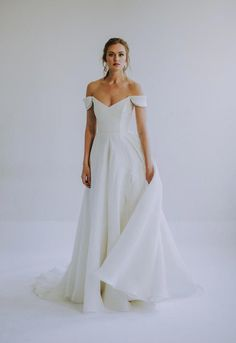 Wedding Dress Special Occasion Dresses For Weddings Jose Villa Halter Top Wedding Dresses Sarah Ferguson Wedding Dress Western Wedding Dresses, Top Wedding Dresses, Bridal Dresses, Wedding Gowns, Modest Wedding, Casual Wedding, Ivory Wedding, Rustic Wedding, Minimalist Gown