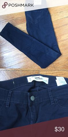 Hollister grayish blue skinny pant NWOT. Never been worn. Grayish blue color. Size 0.   No rips, tears, stains, discolorations. Comes from a smoke free, pet friendly home (a few stray dog hairs may end up hitchhiking with your order). 😊✨ Hollister Pants Skinny