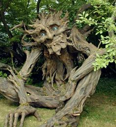 The Tree Troll -Sculptor/Artist: Kim Graham. The tall troll was built by artist Kim Graham and volunteers with non-toxic materials. Paper Mache Tree, Paper Tree, Weird Trees, Tree Carving, Unique Trees, Green Man, Weird And Wonderful, Wonderful Flowers, Rare Flowers