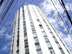 Ref.AP0010-  Apartamento próximo ao Teatro Guaira, no centro de Curitiba, com quatro dormitórios, sala, copa, cozinha, banheiros , dependência de empregada, área de serviço e uma vaga de garagem.  Valor de Venda: R$ 460.000 agende sua visita e acesse http://www.otimoveis.com.br/imovel-detalhes.aspx?ref=ap0010