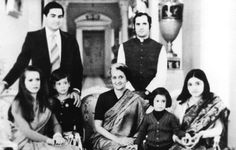 Rare Pictures, Historical Pictures, Rare Photos, Mystery Of History, History Mysteries, Rajiv Gandhi, Indira Gandhi, Indian Government, Blue Bloods