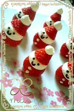 Strawberry and cream Santa Claus! Xmas Holidays, Santa Christmas, Christmas Baking, Japanese Christmas Cake, Strawberry Santas, Kawaii Bento, Bento Recipes, Strawberries And Cream, Sweet Cakes
