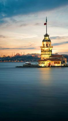 İstanbul, Kız kulesi Cool Places To Visit, Places To Travel, Travel Destinations, Visit Turkey, Istanbul City, Hagia Sophia, Holiday Travel, Empire State Building, Lighthouse