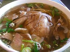 Daca vrei o supa plina de vitamine si extraordinar de gustoasa, incearca o supa de vitel cu taitei. Fie ca iti doresti o cina usoara sau un pranz delicios, aceasta reteta este alegerea perfecta. Pork, Meat, Places, Pork Roulade, Pigs, Pork Chops, Lugares