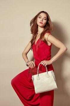 Gamme Ambre, en cuir vachette, existe sous 8 formes différentes en sac et également divers modèles de petite maroquinerie, en 4 coloris. Gouts Et Couleurs, Ambre, Different Shapes, Spring Summer 2016, Leather, Bag