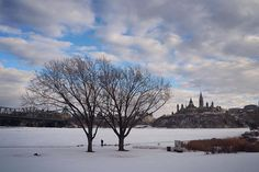 View of the  #ParliamentHill & @natgallerycan #Ottawa from @canmushistory #Gatineau