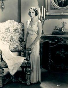 The American Actress Bebe Daniels Around Classic Hollywood, Old Hollywood, Hollywood Actresses, Glamour Vintage, Bebe Daniels, Bessie Love, Classic Elegance, American Actress, Retro Fashion