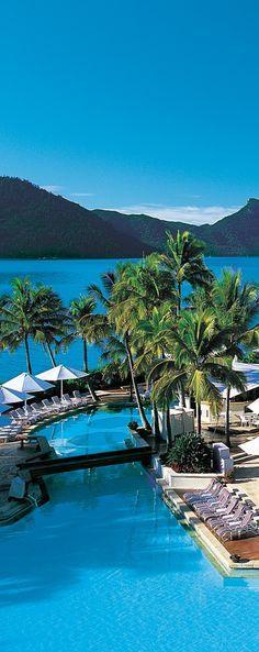 piscine exotique et mer