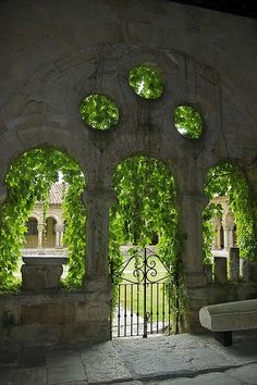 Santillana del Mar - It's like Rivendell. Famous Castles, Garden Gates, Sacred Architecture, Beautiful Places To Visit, Spain Travel, Dream Garden, Day Trip, Places To Go, Scenery