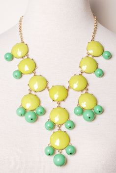 Citron bauble necklace I just bought earrings like this for 20 cents Mint Necklace, Beaded Necklace, Jewelry Box, Jewelery, Jewelry Accessories, Hip Hop Girl, Fashion Shoes, Fashion Jewelry, Stud Earrings