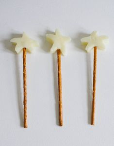 Love this little treat for kids cheese stars with pretzel sticks- magic wands! (recipes for snacks for kids) Birthday Party Snacks, Snacks Für Party, Birthday Ideas, Ben E Holly, Princess Tea Party, Princess Snacks, Magic Party, Food Humor, Cooking With Kids