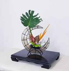 Japanese Flowers, Ikebana, Amazing Flowers, Bookends, Home Decor, Flowers, Homemade Home Decor, Decoration Home, Floral Arrangement