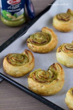 Puff pastry snails filled with pesto and parmesan – fresh … – Tables and desk ideas Pesto, Vegetable Soup Healthy, Hamburger Meat Recipes, Snacks Für Party, Eating Organic, Egg Recipes, Clean Eating Recipes, Grilling Recipes, Organic Recipes