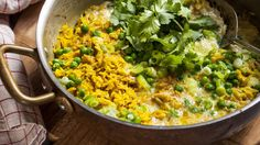 Ready in a flash: Quick curried rice with egg, spring onions and peas.