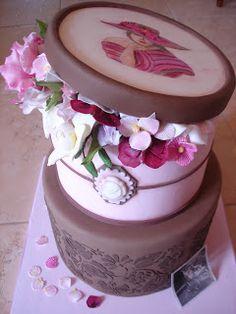 Süße Versuchung: Vintage hatbox mit Blumen