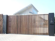 Wondrous Tricks: Fence Landscaping Concrete bamboo fence with plants.Black Split… Wondrous Tricks: Fence Landscaping Concrete bamboo fence with plants. Front Yard Fence, Front Gates, Entrance Gates, Low Fence, Bamboo Fence, Metal Fence, Fence Stain, Pallet Fence, Fence Landscaping