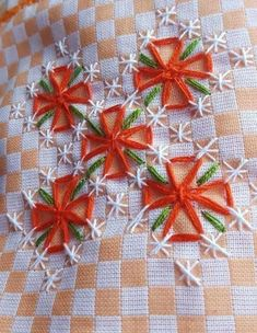 Chicken Scratch / Gingham Embroidery Index - & some history Hand Embroidery Flower Designs, Hand Embroidery Videos, Hand Embroidery Stitches, Embroidery Patterns, Cross Stitch Embroidery, Embroidery Art, Chicken Scratch Patterns, Chicken Scratch Embroidery, Bordado Tipo Chicken Scratch