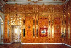An entire room adorned with amber! - Amber Room in St. Petersburg, Russia