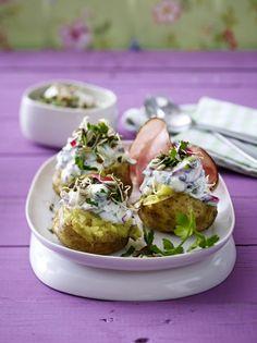 Unser beliebtes Rezept für Ofenkartoffeln mit Feta-Joghurt und mehr als 55.000 weitere kostenlose Rezepte auf LECKER.de.