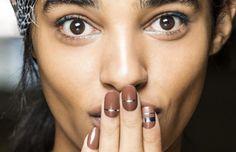As apostas de esmaltes para o verão 2016, segundo as passarelas internacionais   Chic - Gloria Kalil: Moda, Beleza, Cultura e Comportamento