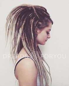 "DE crochet dreads with a double color transition. Dreads made of high-quality synthetic material ""Kanekalon – Übergangsfrisuren Dreads Styles, Curly Hair Styles, Natural Hair Styles, Blonde Dreads, Dreads Girl, Hippie Dreads, Crochet Kanekalon Hair, Extensions Ombre, Up Dos"