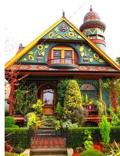 House in Seattle is a garden unto itself.....I adore this~I'd love to see the people who live here~ :)