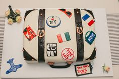 A groom's cake for a globetrotter! Of course there is no need for a groomscake - but I am sure Zac would get a kick out of it. Travel Cake, Travel Party, Pretty Cakes, Cute Cakes, Mom Birthday, Birthday Cake, Cookie Designs, Occasion Cakes, Travel Themes