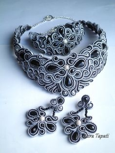 Soutache pretty black and white necklace, bracelet and earings. Quilling Jewelry, Jewelry Crafts, Jewelry Art, Beaded Jewelry, Handmade Jewelry, Jewellery, Handmade Necklaces, Soutache Tutorial, Polymer Clay Bracelet