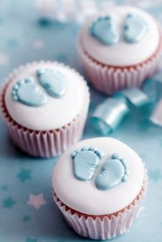 10 Cupcake Ideas for Any Baby Shower - Love the little feet. How can I possibly make those?