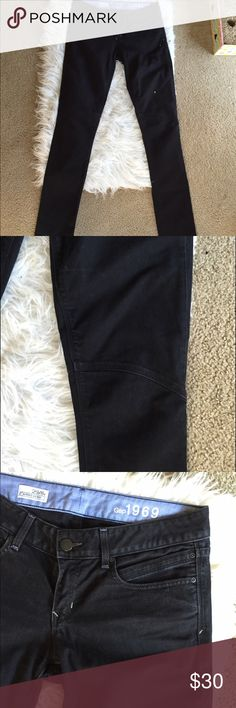 🆕 Gap Always Skinny black denim Super classy! Tall length. Cotton and spandex.!👺NO TRADES DONT ASK! ✌🏼️Transactions through posh only!  😻 friendly home 💃🏼 if you ask a question about an item, please be ready to purchase (serious buyers only) ❤️Color may vary in person! 💗⭐️Bundles of 5+ LISTINGS are 5️⃣0️⃣% off! ⭐️buyer pays extra shipping if likely to be over 5 lbs 🙋thanks for looking! GAP Jeans Skinny