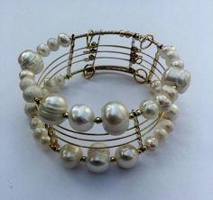 Mod:B3 brazalete de perlas de rio en chapa de oro,  menudeo $149.00. Precio de mayoreo 25% de descuento $112.00 infor: Whastapp 3311482569