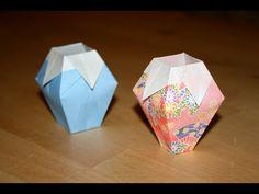 Je vous propose aujourd'hui un vase simple et élégant pour disposer vos fleur. Vous réaliserez ainsi une composition florale entièrement en origami ! Ce joli...