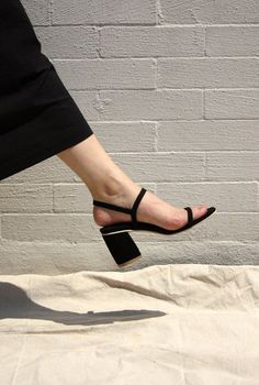 Women shoes For Work Business Outfit Ideas - - Women shoes High Heels Ankle Straps - Women shoes 2019 Boots Easy Style, Mode Ulzzang, Shoes 2018, Shoes Heels Pumps, Women's Shoes, Women's Sandals, Shoes Style, Black Sandals, Nike Shoes