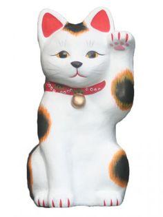 伝統工芸の技法と昔ながらの素材にこだわる招き猫専門店です。土人形ならではのあたたかい質感をお楽しみいただけます。招き猫作家福美がデザインから彩色まで完全手作りのため少量生産となります。お取り扱いは工房直送の通信販売のみ。金運アップの招き猫、商売繁盛の招き猫、開運招福の招き猫、厄除けの招き猫、一点物の招き猫などを取り揃えております。