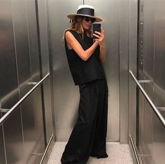 Chic All Black Outfit - 80s Fashion, Fashion Looks, Fashion Outfits, Fashion Tips, Fashion Quiz, Fashion Videos, Style Fashion, Girl Fashion, Vintage Fashion