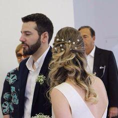 Essa é a nossa querida noivinha Maria, ela usou os grampinhos { PETIT FLEUR } ••• eles estão disponíveis em nosso site: www.ateliebemcasada.com.br ateliebemcasada@gmail.com