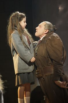 Cleo Demetriou (Matilda) and Bertie Carvel (Miss Trunchbull) in Matilda Theatre Geek, Theatre Stage, Musical Theatre, Theatre Design, Agatha Trunchbull, Miss Trunchbull, 13 The Musical, Musical London, Matilda Costume