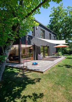 Neubau Einfamilienhaus, Region Wiesbaden   Holzbau Kappler GmbH & Co. KG Small Summer House, Bungalows, Space Architecture, Cabin Homes, Style At Home, Exterior Design, Home Projects, Tiny House, Pergola