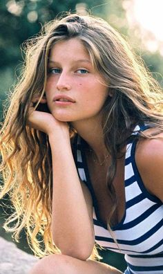Laetitia Casta, def one of my fav models. Laetitia Casta, Gisele Bündchen, Foto Fashion, Fashion Guide, Fashion Beauty, Pinterest Design, Guess Girl, French Models, French Actress