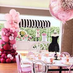 "906 curtidas, 8 comentários - Boutique Balloons Melbourne (@boutiqueballoonsmelbourne) no Instagram: ""What an amazing set up by @thesugartoppedtable featuring our incredible colour block ombre balloon…"""