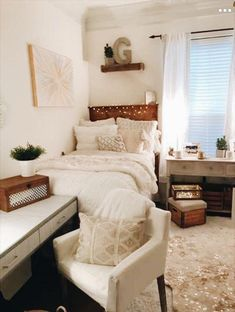 room makeover ideas Find modern dorm room ideas to freshen up your space with expert dorm room decorating ideas, decor essentials and inspirational pictures. College Bedroom Decor, College Room, Warm Bedroom, Modern Bedroom, Contemporary Bedroom, Master Bedroom, Teen Bedroom, Neutral Bedroom Decor, Bedroom Simple