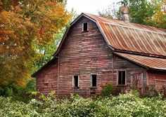 i loved old barns and rusty tin roofs. Farm Barn, Old Farm, Abandoned Houses, Old Houses, Farm Houses, Country Barns, Country Life, Country Roads, Country Living