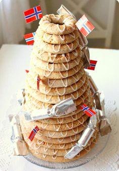 Ferdakost: Nibbling Norsk: Kransekake, the National Cake Pictures look spot on! Scandinavian Food, Scandinavian Christmas, Norwegian Christmas, Norway Food, Dc Food, Ring Cake, Norwegian Food, Cake Pictures, Almond Recipes