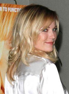 Malin Akermans wavy, blonde hairstyle
