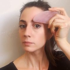 Lift with Gua Sha stone Applying Gua Sha on your face. 6 K-pop Inspired Korean Style Eyeliners Tutorial Yoga Facial, Face Yoga, Beauty Tips For Glowing Skin, Health And Beauty Tips, Beauty Skin, Diy Beauty Treatments, Skin Treatments, Make Up Dupe, Beauty Routine Weekly