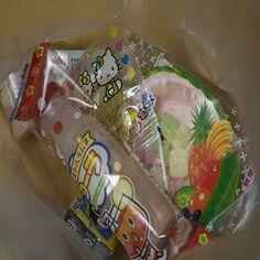 http://bax.fi/muovipakkaaminen - Monet saattavat ajatella pakkausta vain pienen hetken, esimerkiksi repiessään siitä ulos uutta lelua tai mp3-soitinta. Kuitenkin, pakkaus palvelee monia: markkinoijaa, kuluttajaa, logistiikkaa, insinöörejä, kierrättäjiä, jne. #muovikassi #plasticbag #finland