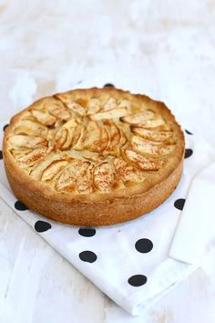 Appeltaart met mascarpone (+video) - Lekker en Simpel Delicious Cake Recipes, Yummy Cakes, Yummy Food, Pie Cake, No Bake Cake, No Bake Desserts, Dessert Recipes, No Bake Nutella Cheesecake, Mascarpone Cake